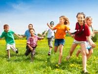 Junge wünschen sich im Durchschnitt mehr als zwei Kinder